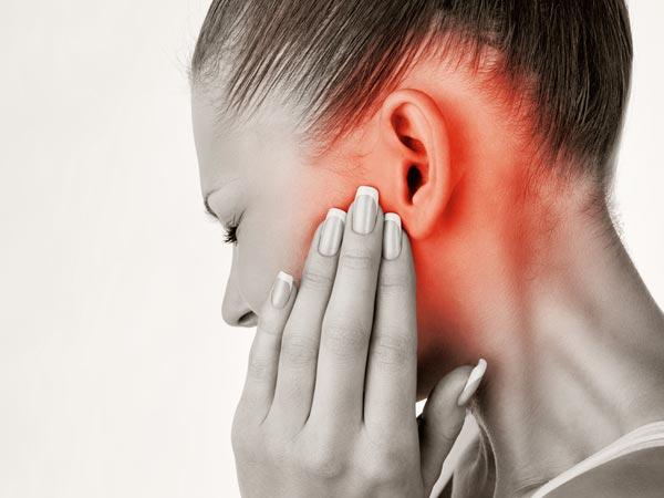 कान में हो गया इंफेक्शन, इन 2 मिनट के घरेलू उपाय से भगाएं