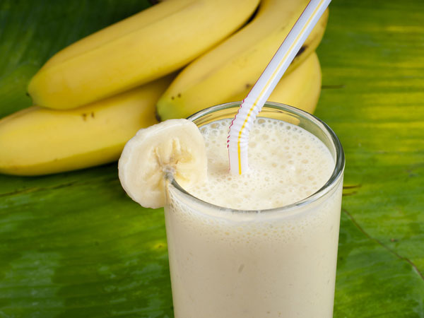 कभी भी भूलकर भी न खाएं केला और दूध एक साथ, जानिए क्यूं..?