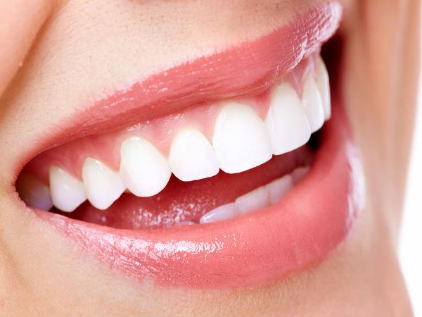 इस आसान नुस्खे से प्लाक हटाएं, दांतों को खोयी चमक वापस पाएं