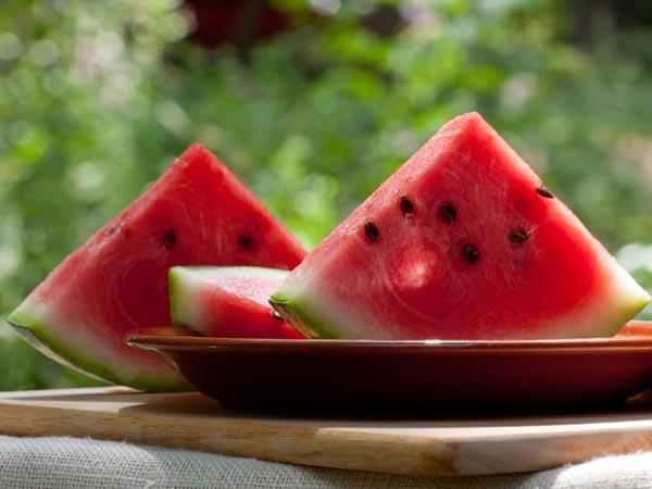 ये फल और सब्जियां आपको गर्मी की मार से बचाकर रखते है हाइड्रेड...