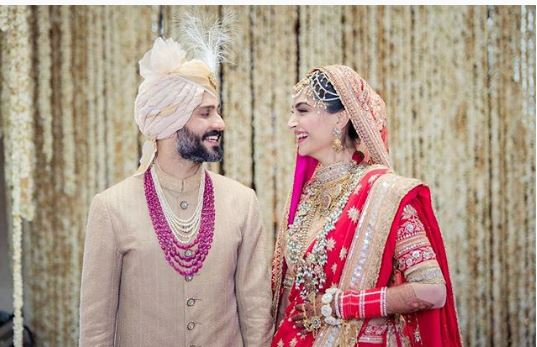 sonam-kapoor-wedding-here-comes-the-first-pic-the-bride-looking-beautiful