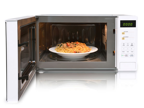 is it safe to microwave food in plastic