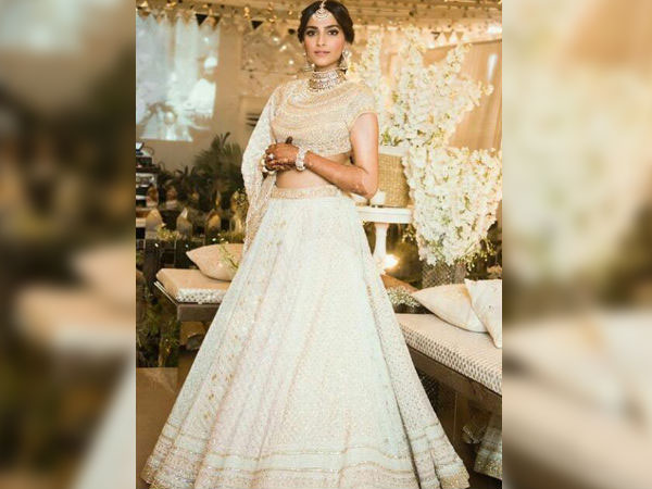 sonam-kapoor-anand-ahuja-wedding-sonam-looked-divine-her-sangeet-ceremony