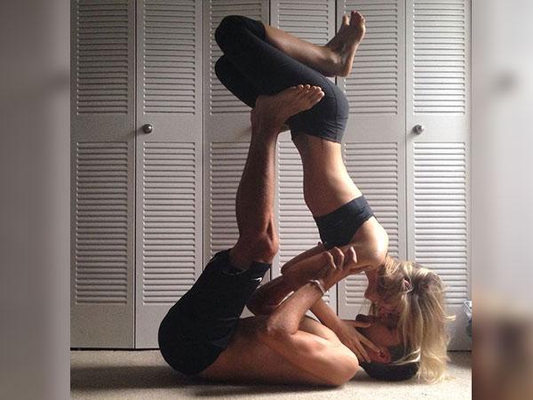 सेक्सुअल लाइफ में इंटीमेसी बढ़ाने के लिए योगासन