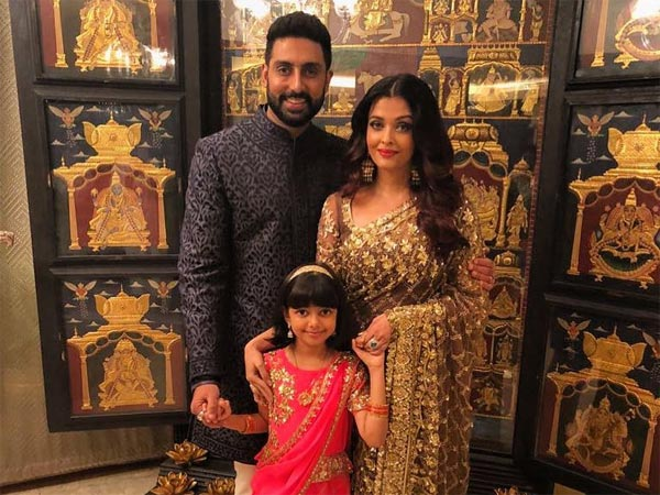 aishwarya-abhishek-aaradhya-up-the-stylish-factor-at-akash-ambani-s-function