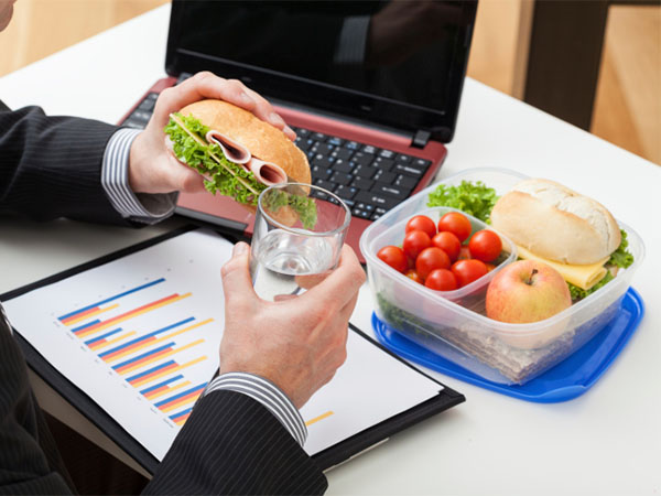 Reasons Why Eating Lunch At Your Desk is a Bad Idea