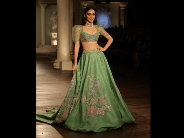 india-couture-week-2018-kiara-advani-s-lehenga-is-perfect-for-monsoon-weddings