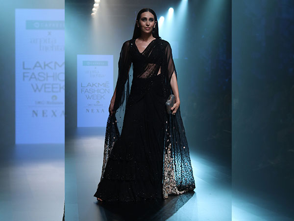 lakme-fashion-week-2018-karisma-kapoor-looks-drop-dead-gorgeous-as-she-walks-ramp