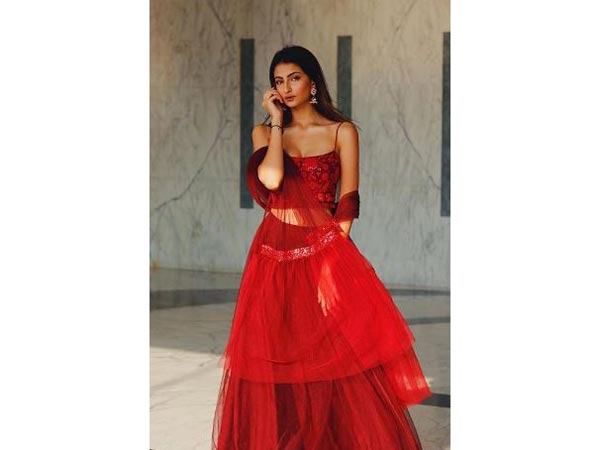 shweta-tiwari-daughter-palak-looks-smoking-hot-red-lehnga