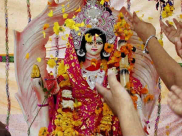 इस नवरात्रि चाहिए माँ का आशीर्वाद तो राशि अनुसार करें दुर्गा के इस रूप की पूजा