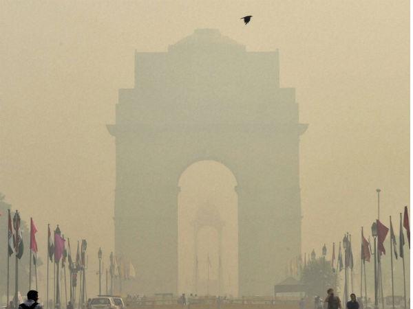 पॉल्यूशन और स्मॉग, जानें कैसे दिल्ली वाले मनाएं सेफ दीवाली