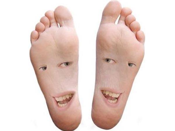 अगर आपके पैर में है यह रेखा तो आप जल्द बन सकते हैं करोड़पति