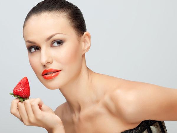 स्ट्रॉबेरी बॉडी वॉश की भीनी खुशबू के साथ दूर करें ड्राई स्किन की प्रॉब्लम