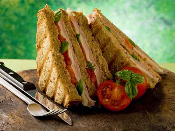 क्या आप भी रोजाना नाश्ते में ब्रेड खाते हैं, जानिए इसके नुकसान
