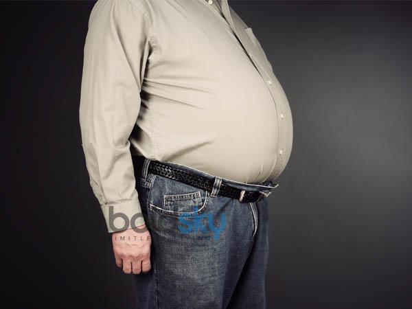 आप भी जरुरत से ज्यादा टाइट बेल्ट बांधते हैं, घट सकता है स्पर्म और बढ़ सकता है हड्डियों का दर्द