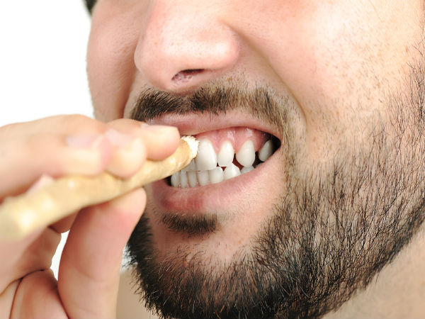 मुंह की हर समस्या से दूर करता है मिस्वाक, दांतों के आयुर्वेदिक दवा