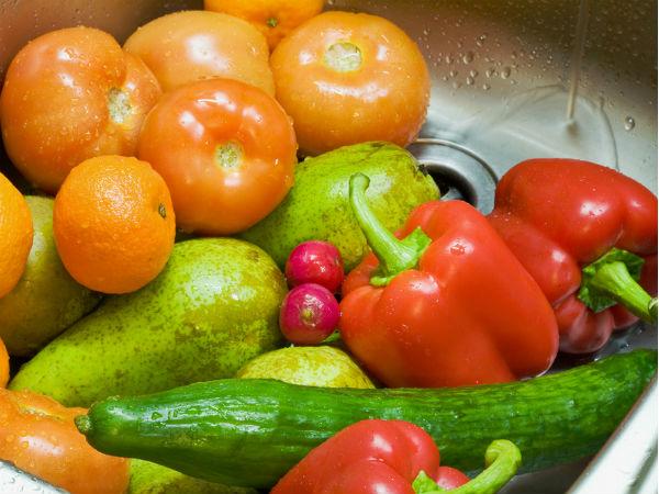 सब्जी और फलों में लगे पेस्टीसाइड्स को ऐसे करें खत्म, वरना हो सकती है किडनी की बीमारी