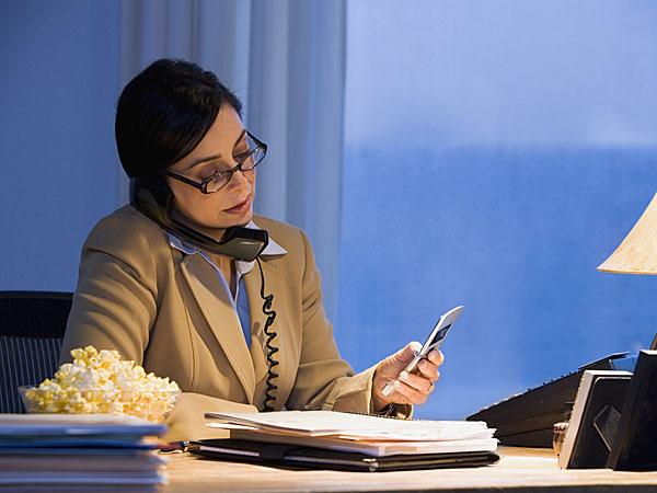 अलग-अलग शिफ्ट में काम करने से सेहत पर पड़ता है बुरा असर, महिलाओं को रहता है ज्यादा जोखिम