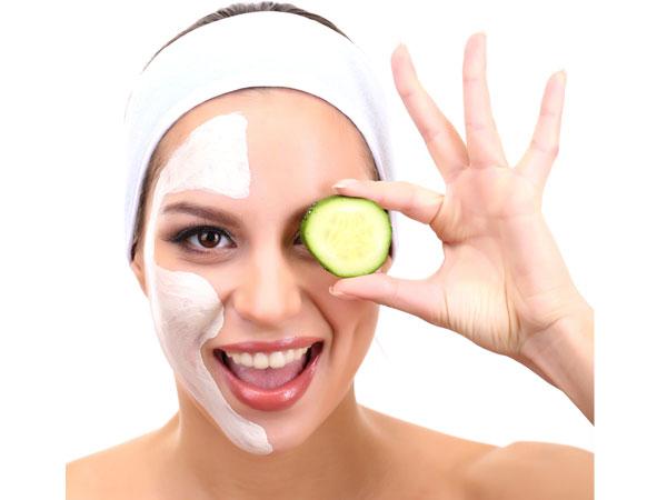 गर्मियों में आम, तरबूज और दही जैसे फैसपैक चेहरे पर लगाएं, टैनिंग और कील मुंहासे भगाएं