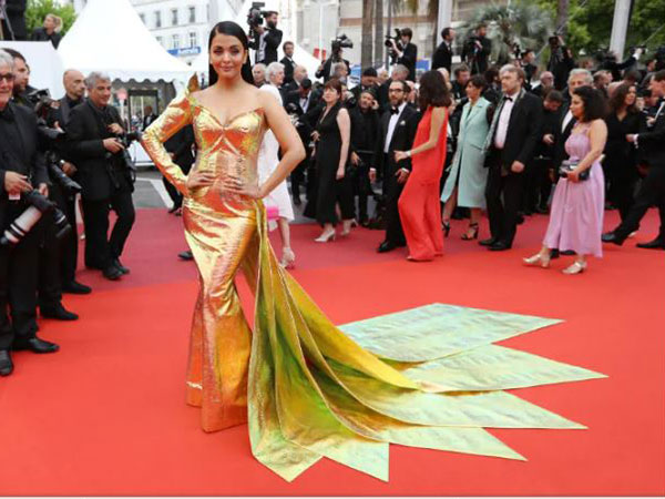 Aishwarya Rai Bachchan glitters like gold on the red carpet At cannes 2019