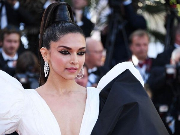 Cannes 2019: Deepika Padukone sizzles on red carpet, gift-wrapped in gigantic bow