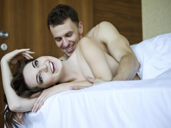 स्टडी: ज्यादा सोने वाली महिलाएं देर तक बना पाती है शारीरिक संबंध
