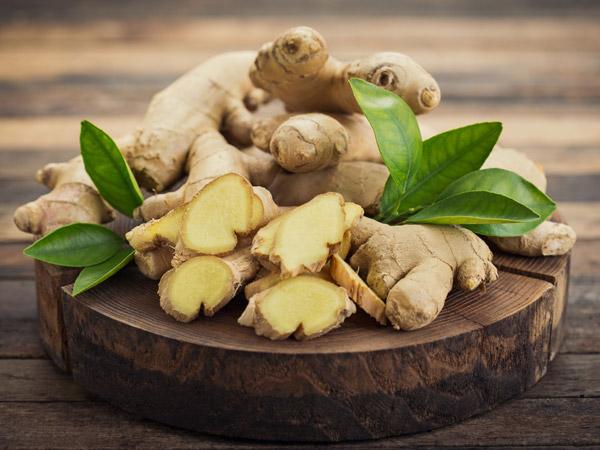 चाय का जायका बढ़ाने वाले अदरक के है कई फायदे , बालों और स्किन के लिए है बेमिसाल