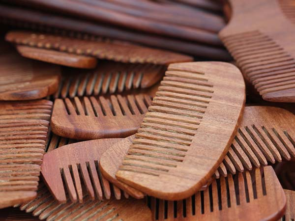 Can a hair comb help manage labor pain