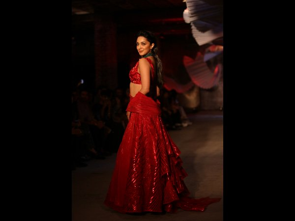 Kabir Singh Star Kiara Advani Wows in Red at ICW 2019