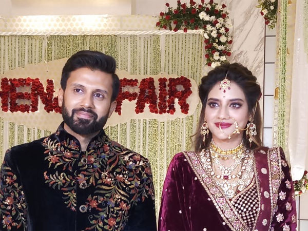 nusrat-jahan-dazzles-at-her-kolkata-reception-check-out-photos