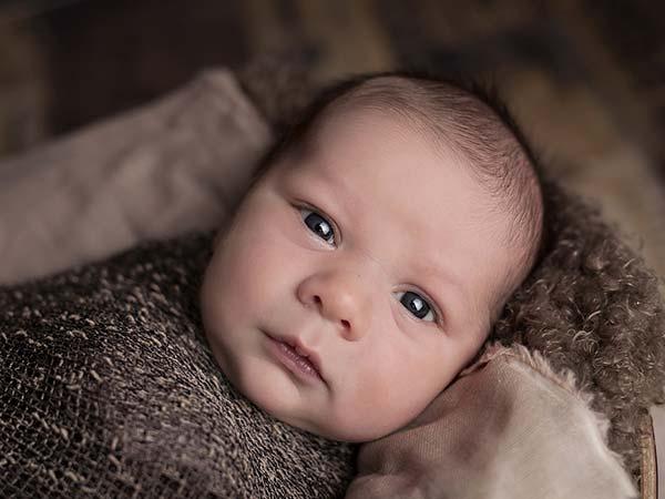 क्या नवजात शिशु के बाल झड़ना सामान्य बात है?