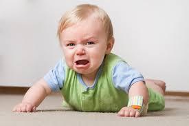 अगर बच्चा बिस्तर गिर जाए तो जाने सबसे पहले क्या करें, और कैसे बेड से गिरने से बचाएं