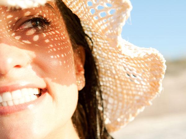 सर्दियों में धूप में बैठने से होती है स्किन में चुनचुनाहट, जानें कैसे बचें इससे