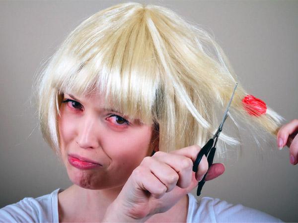 बालों और कपड़ों में चिपके च्यूइंग गम को कैसे छुड़ाएं,  इन ट्रिक्स को आजमाएं