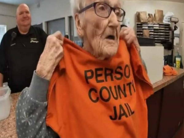 100 year Woman Wants Celebrate Her Birthday In Jail