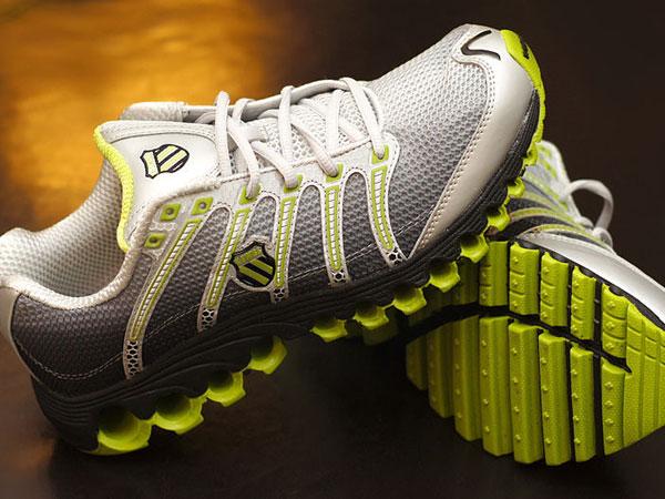 क्या जूतों से भी फैल सकता है कोरोनावायरस, जानें इससे जुड़ी बातें
