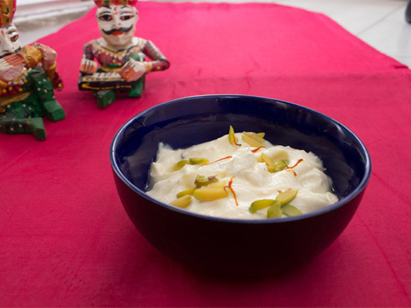 Thandai Shrikhand Easy Recipe