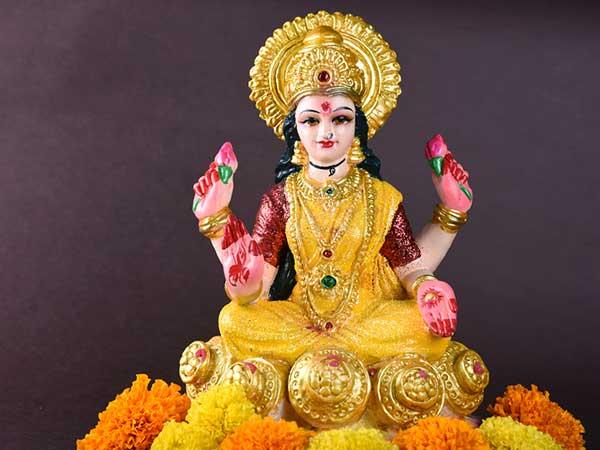 Akshaya Tritiya: मां लक्ष्मी को इन मंत्रों से प्रसन्न करके पाएं उनकी विशेष कृपा