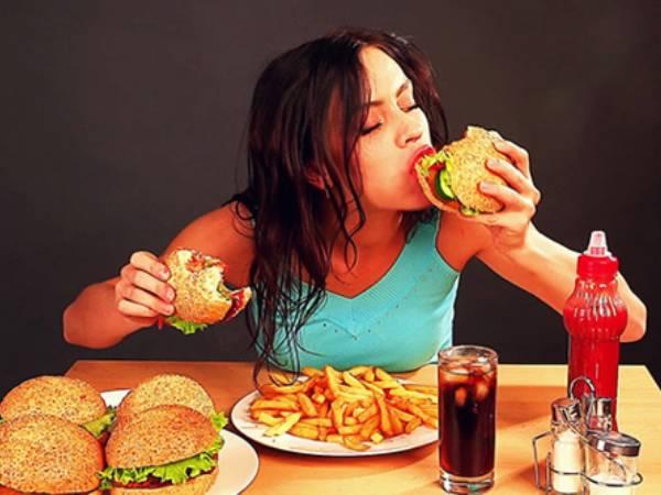 आपको भी जल्दी-जल्दी खाने की आदत है, ये आदत सुधार ले वरना हो सकती है ये  परेशानियां | Eating Too Fast Can Lead to Several Health Problems - Hindi  Boldsky