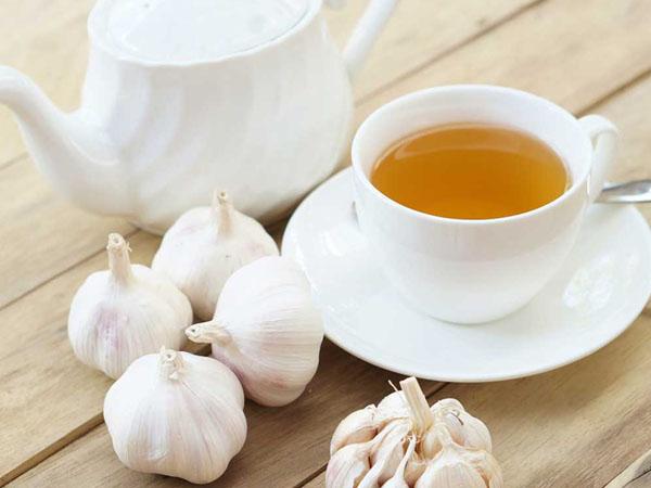 लहसुन की चाय पीने से कंट्रोल रहेगा बीपी, बढ़ते वजन को भी करता है दूर | How  Drinking Garlic Tea May Help Keep Your BP Levels In Control - Hindi Boldsky