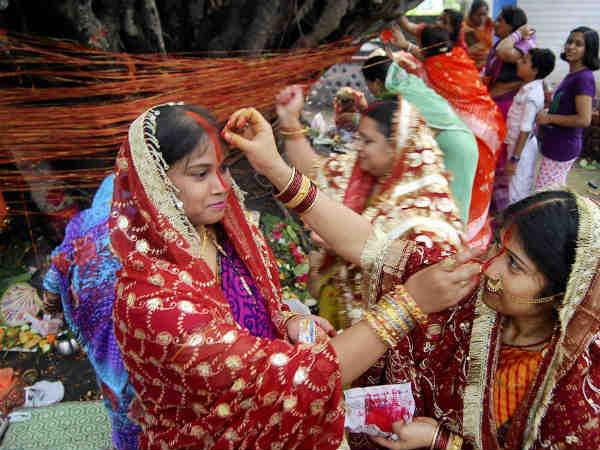 वट सावित्री व्रत: इस विधि से करेंगी पूजा तो पति को मिलेगी लंबी आयु और टल जाएगी बुरी बला