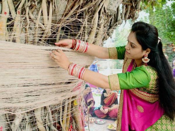 Vat Savitri Vrat: इन मंत्रों के जाप के साथ करें पूजा, जरूर मिलेगा मां सावित्री का आशीर्वाद