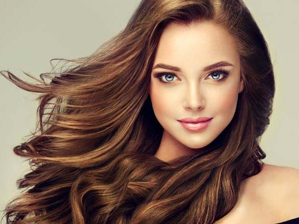 लंबे समय तक बालों में हेयर कलर के लिए इस्तेमाल करें ये टिप्स