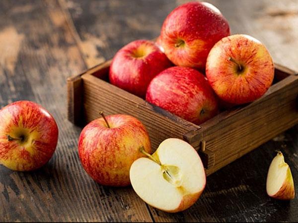 निखरी और जवां स्किन के यूज करें सेब का फेस पैक