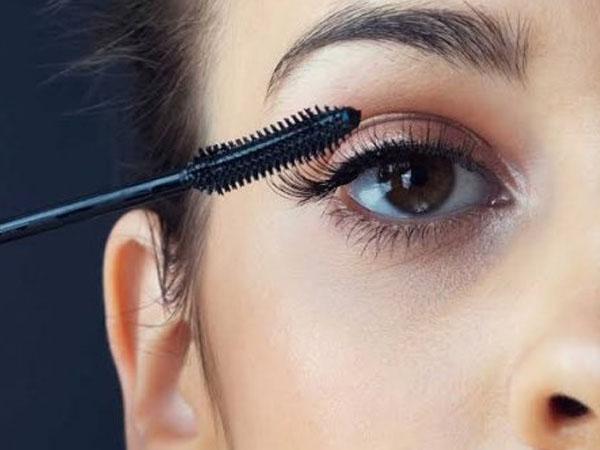 इन टिप्स का यूज कर मस्कारा के फैलने से बचाएं, पाएं खूबसूरत आंखें