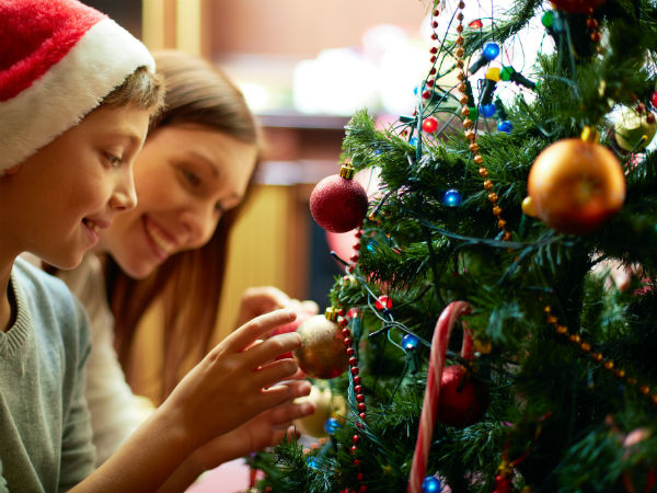 क्रिसमस पर घर को डिफरेंट लुक देने के लिए इन टिप्स का लें सहारा