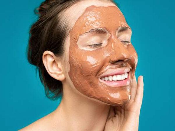 सर्दियों में ग्लोइंग स्किन के लिए चुनें सही मास्क, जानें आपकी  त्वचा के लिए कौन सा मास्क है बेस्ट