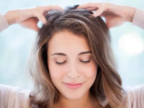 होममेड ऑयल से करें बालों की चंपी, जानें मालिश करने का सही तरीका