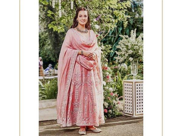शादी के बाद कुछ ऐसा था दीया मिर्जा का लुक, पिंक सूट में ढाया कहर