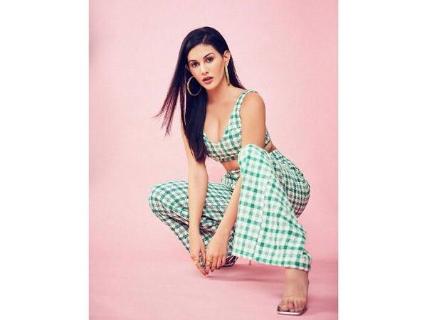 व स टर न आउटफ ट स म ब हद स टन ग लग रह ह अम यर दस त र Amyra Dastur Looks Stunning In Western Wear Look Hindi Boldsky